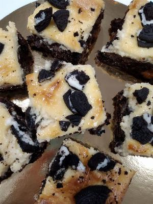 Brownie cheesecake oreo