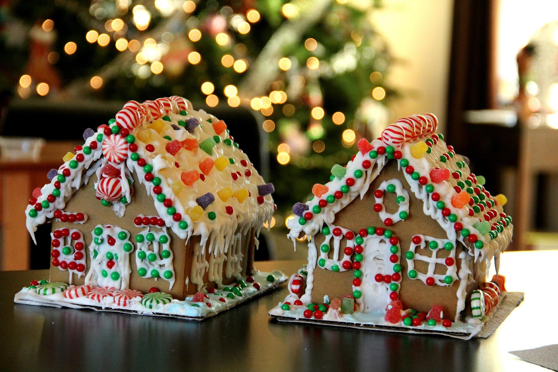 casitas de jengibre con arbol de navidad