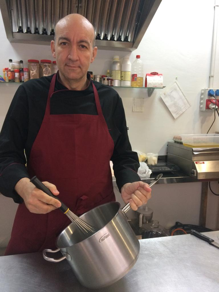 Rafa Arranz, propietario y pastelero de El Obrador de las Cositas Güenas, en Córdoba