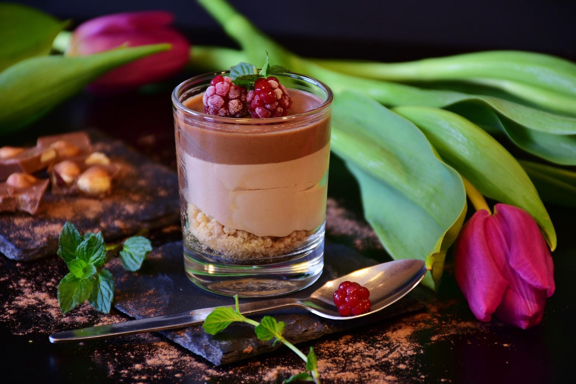 La mousse de turrón y chocolate es un clásico