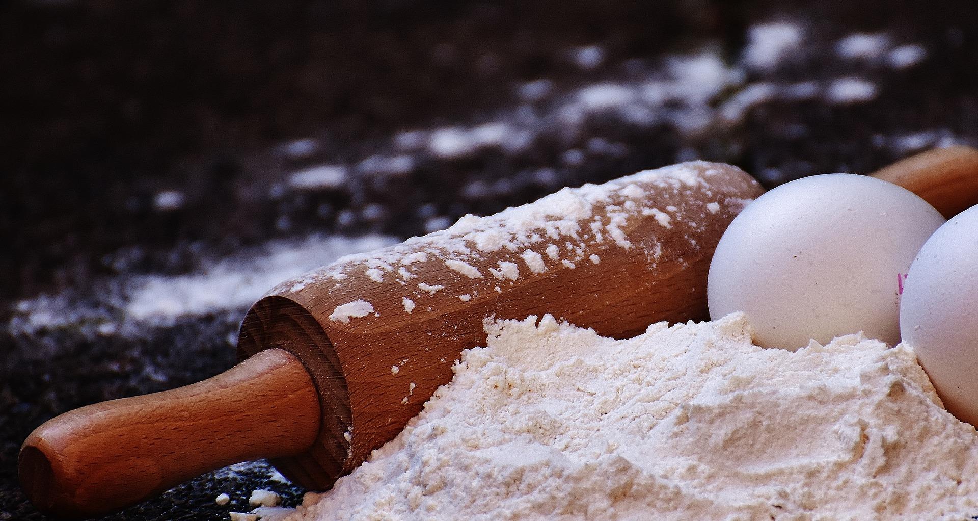 Huevos y harina, imprescindibles en pastelería