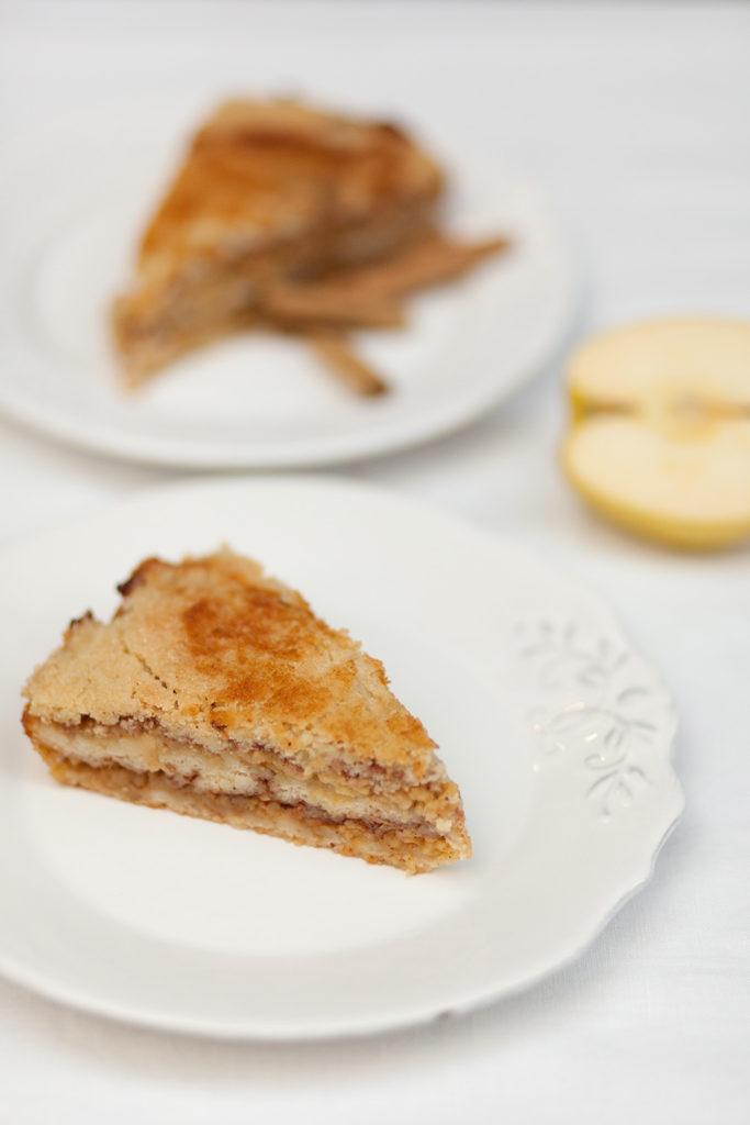La txarlosca es una tarta bilbaína a base de manzana, sémola de trigo y canela