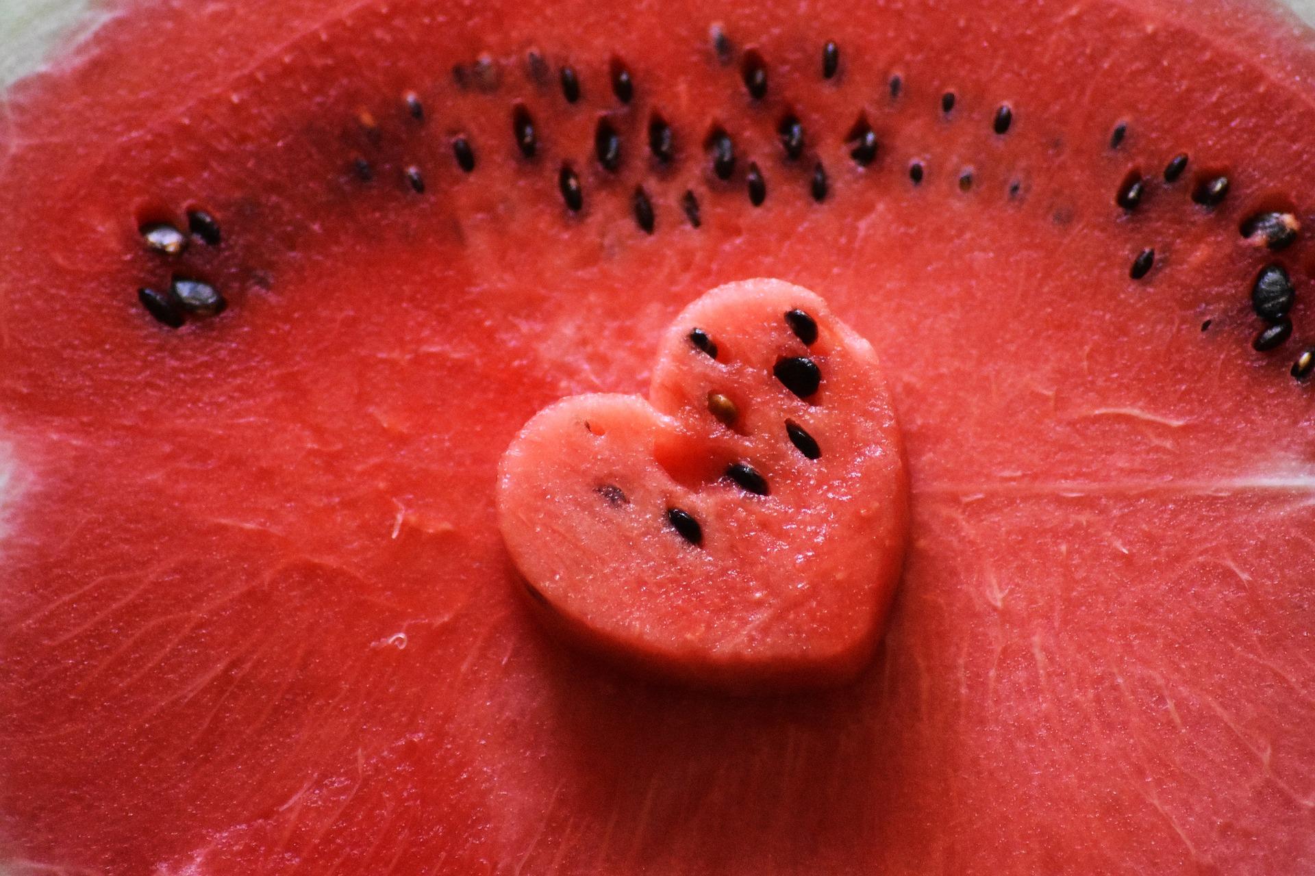 Los helados con forma de corazón y fruta son un dulce goloso y sano al mismo tiempo
