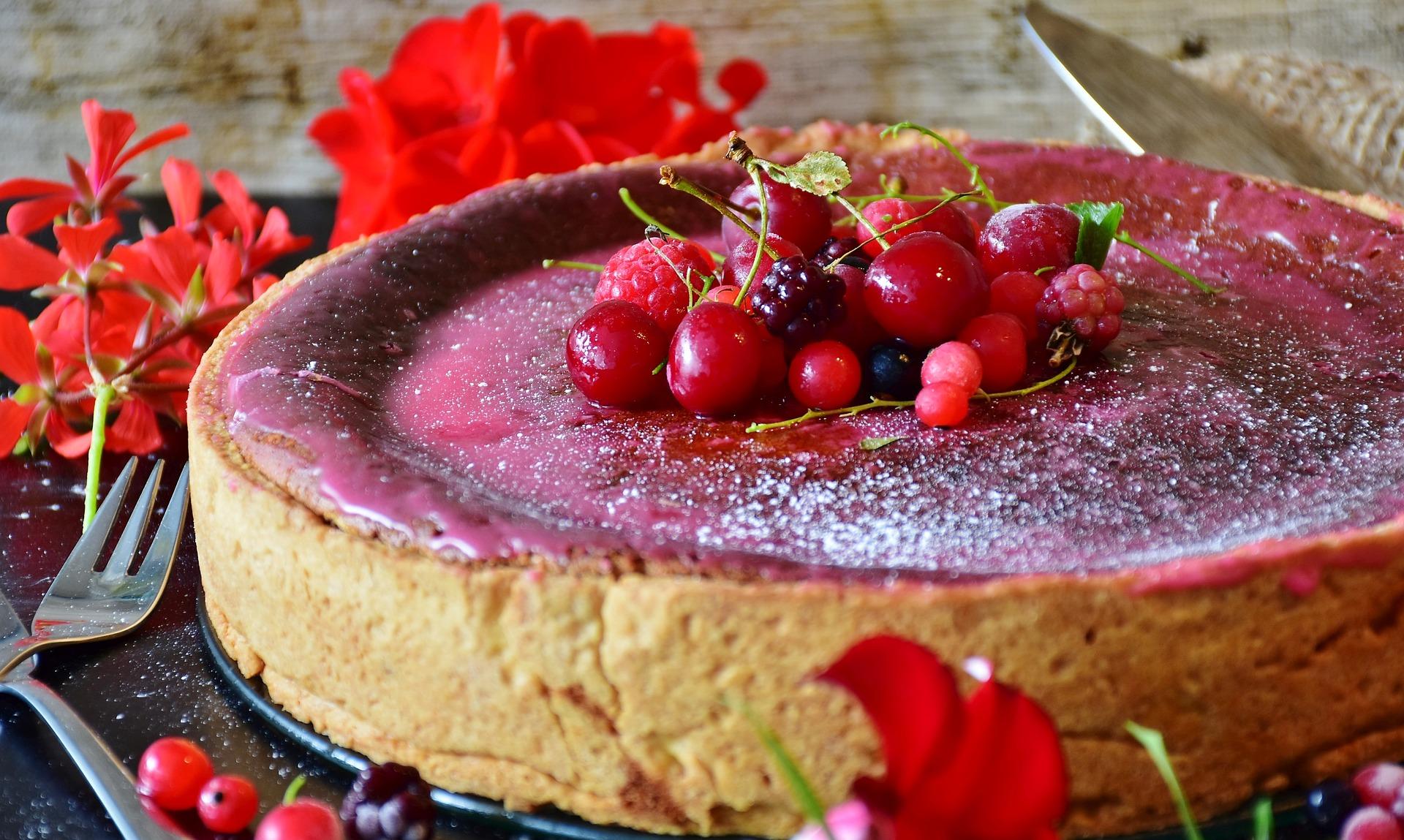 Tarta de queso con frutos rojos, la versión más conocida de esta variante pastelera