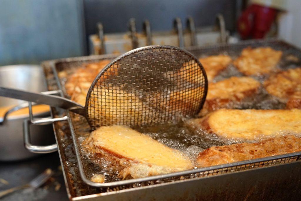 Proceso de elaboración de las torrijas en Paco Pastel