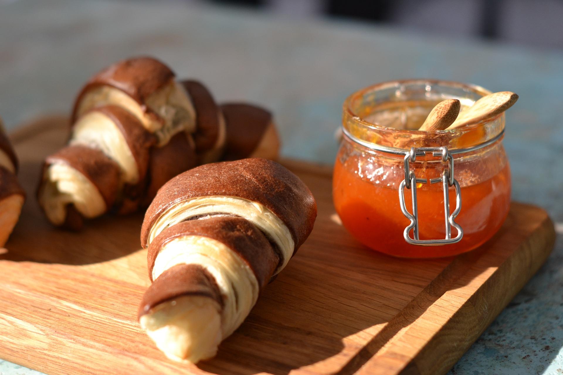 Los croissant de hojaldre son típicos de los desayunos pausados