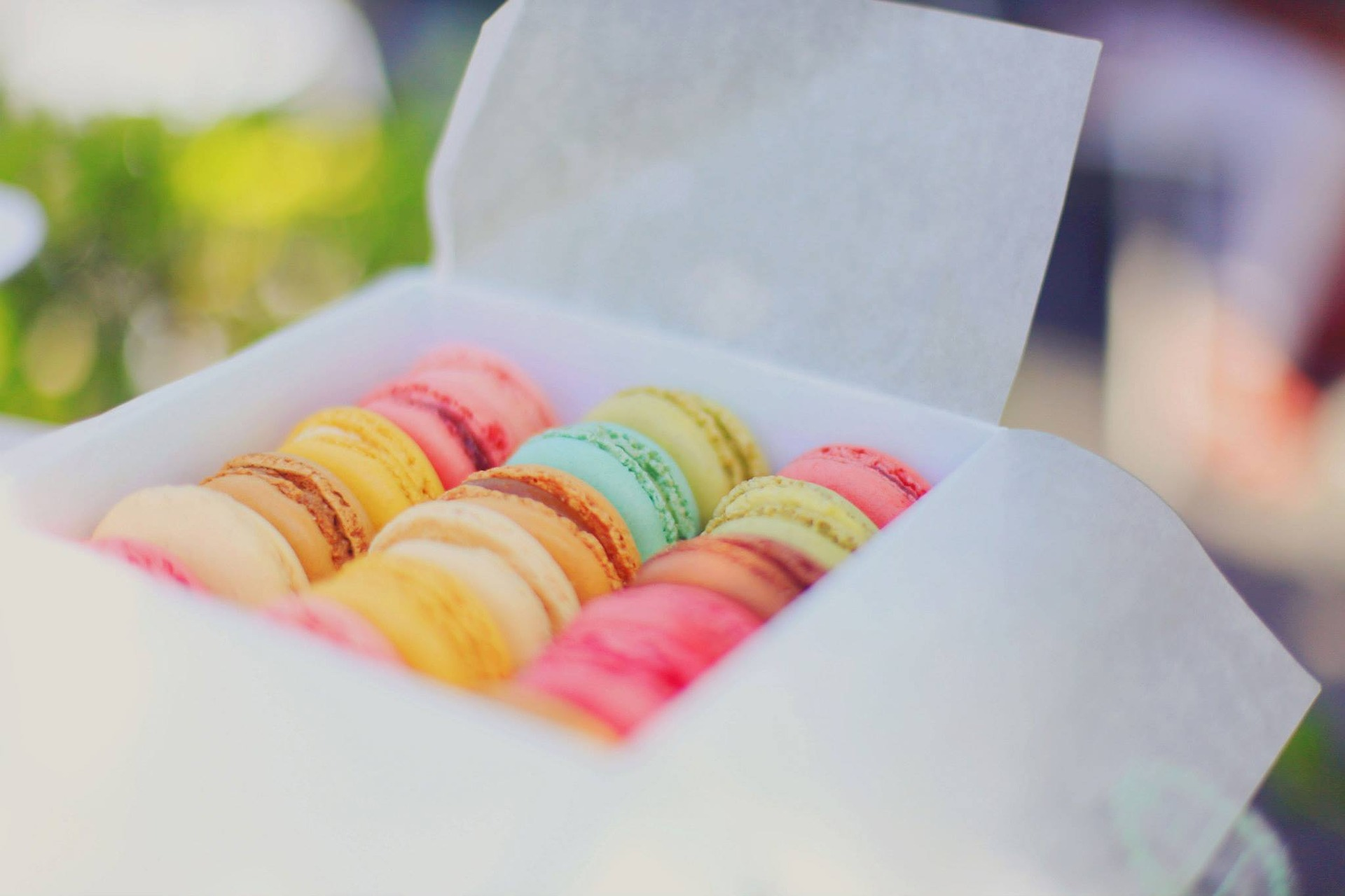 Los macarons, dulces típicos de la repostería francesa, se han convertido en un básico en cada escaparate pastelero